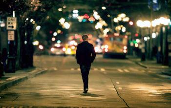 تنهایی با بدنتان چه میکند؟
