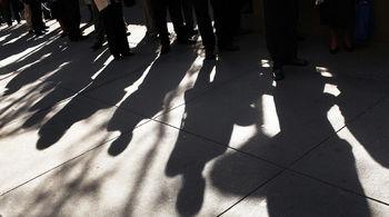 نرخ بیکاری پاییز 0.2 درصد کم شد/ 36 درصد جمعیت بیش از حد استاندارد کار میکنند