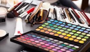با تصویب مجلس ۱۰ درصد به عوارض گمرکی واردات لوازم آرایشی اضافه شد