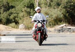 گزارش تصویری از زندگی طلبهای که در بخش موتورسواری و ورزشهای رزمی فعال است