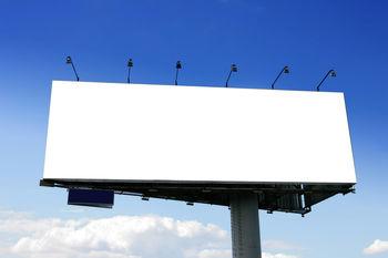 جنجال پخش فیلم مستهجن از یک بیلبورد تبلیغاتی در خیابان