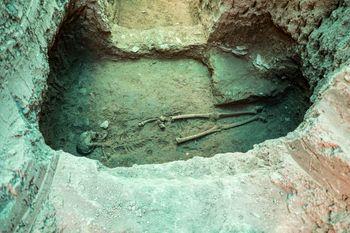 کشف اسکلت یک زن پس از دوهزار سال در اصفهان+عکس