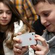 تمایل زیاد جوانان به خرید آیفون