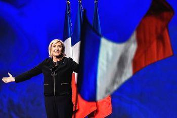 واکنش رهبر راست افراطی فرانسه به عقبنشینی مکرون