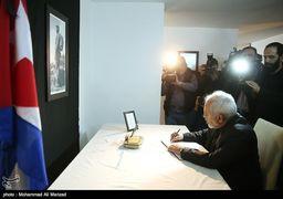امضا دفتر یادبود درگذشت کاسترو توسط ظریف