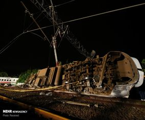 تصاویر قطار از ریل خارج شده