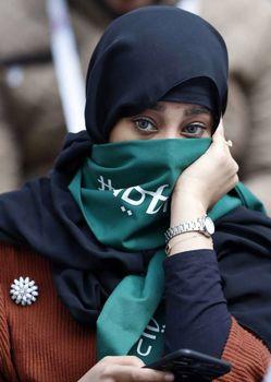 نقاب زنان عربستانی در بازی افتتاحیه ترس آنان را مخفی نکرد + تصاویر