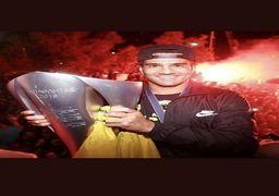 تصویری جالب از کاپیتان مسعود در جشن قهرمانی آتنیها