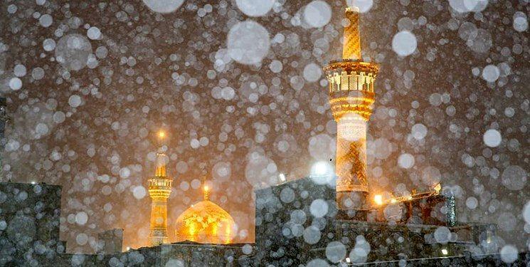 بارش برف پاییزی در حرم امام رضا(ع)+عکس