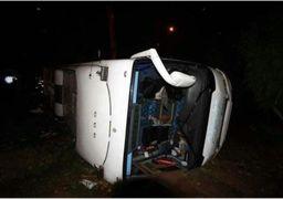 مصدومیت 16 نفر به دلیل واژگونی اتوبوس حامل بانوان کاراته کار استان فارس