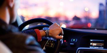 عوامل عجیب حواس پرتی مردان حین رانندگی