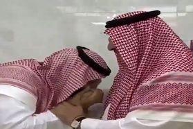 فیلم بیعت ولیعهد معزول عربستان با ولیعهد جدید