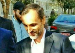 معاون احمدینژاد و همراهش در بیرون دادگاه + عکس