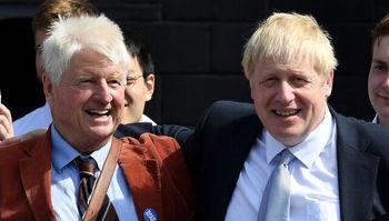 پدر نخستوزیر بریتانیا  از فرانسه درخواست تابعیت میکند