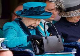 ملکه بریتانیا از قدرت کناره گیری می کند
