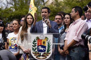 کاخ سفید پولهای بلوکه شده ونزوئلا را به حساب گوایدو منتقل کرد