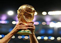 جام جهانی فوتبال در آغوش پیرمرد فرانسوی