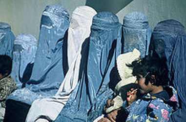 220px-Group_of_Women_Wearing_Burkas