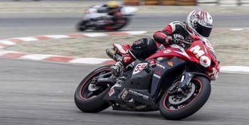 تصاویر مسابقات موتورسواری زنان در کشور