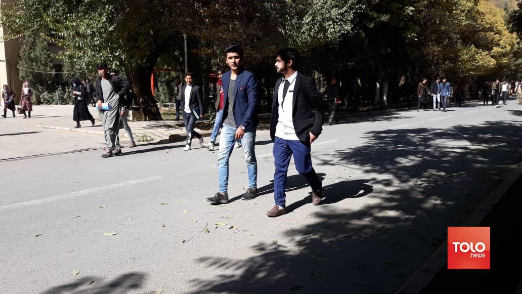 فیلم| حمله افراد مسلح به دانشگاه کابل، طالبان مسئولیت در حمله را رد کرد