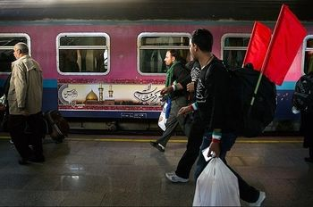 زائران اربعین از خرمشهر به شلمچه با قطار رایگان سفر میکنند