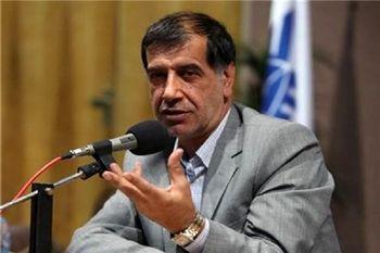 حرکات احمدی نژاد دارد تند می شود/ چرخش به سمت ایراد گرفتن از کلیت نظام