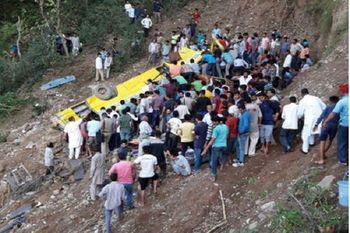 واژگونی اتوبوس مسافربری ایلام-مشهد/ ۲۰ تن آسیب دیدند