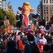 تجمع معترضان مقابل کاخ سفید: ترامپ تو اخراجی!