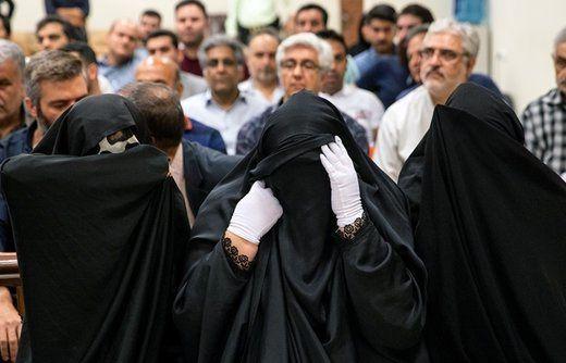 حضور متهمان زن با شلوار لی در دادگاه پس از مخالفت رئیسی با اجبار به پوشیدن چادر