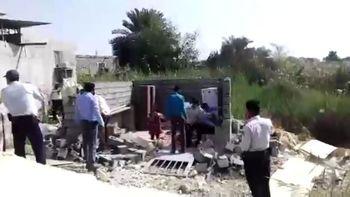 وزیر کشور درباره تخریب خانه زن بندرعباسی پاسخ دهد!