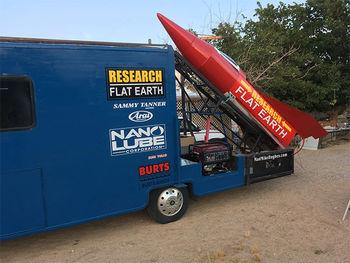 مردی که با موشک آماتوری و دست ساز می خواهد به فضا برود! +عکس