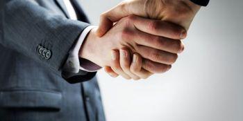 شُل دست دادن میتواند نشانه ابتلا به کبد چرب باشد