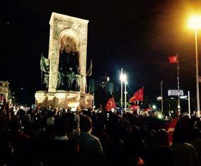 تصاویری از جشن و پایکوبی هواداران اردوغان در خیابانهای ترکیه