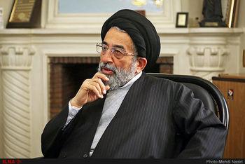 موسوی لاری: برخی اصولگرایان دکمه کت احمدی نژاد را می بوسیدند