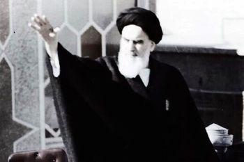 اهدای عکس منتشر نشده از امام خمینی(ره) که به برج آزادی