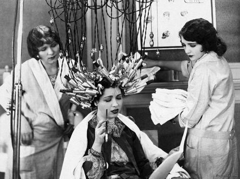 دستگاه حالت دهنده مو در آلمان؛ سال ۱۹۲۹