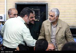 اشک های «حاج قاسم» در مراسم بزرگداشت سرباز دلاورش + عکس