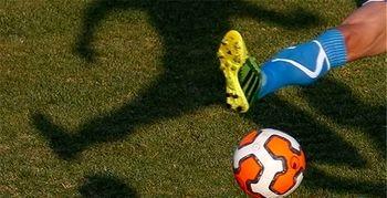 فوتبال مردان با  لباس زنانه ! + تصاویر