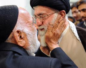 تصاویر دیده نشده از رهبری و خانوادههای معظم شهیدان