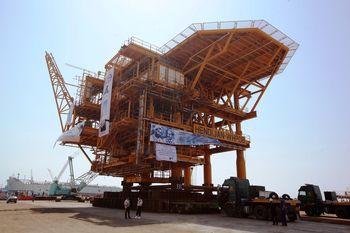 ساخت و به آب اندازی سکوهای نفتی هندیجان در ایزوایکو