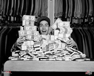 25 ژانویه 1950 : فیلیگ ریزوتو بازیکن یک تیم بیسبال در آمریکا پس از دریافت 40 هزار دلار به عنوان حقوق سالانه