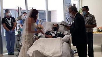 ازدواج بیمار کرونایی در بخش ICU بیمارستان+ فیلم