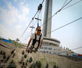 ورزش زیپ لاین در برج میلاد