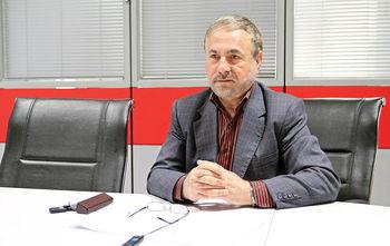 انتقاد ستاریفر از نحوه توزیع قدرت در ایران