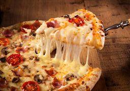 تقاضای زندان برای مردی که روی پیتزای مشتری تُف کرد !