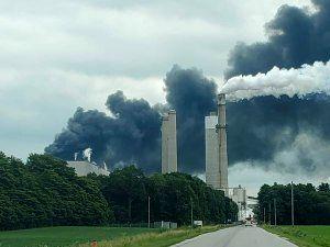 ۳ انفجار و آتشسوزی مهیب در ۳ کارخانه آمریکا +فیلموعکس