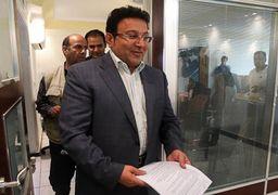 حسین هدایتی از منتشر کننده فهرست بدهکاران بانکی شکایت می کند