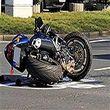 فیلم موتور سواری که با وجود تصادف خطرناک آسیبی ندید